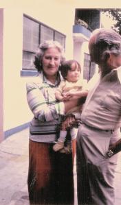 Mis abuelos y yo.