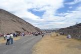 Fila para subir a la Pirámide del Sol Teotihuacán