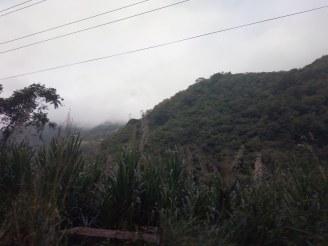 Vimos las montañas cubrirse de niebla